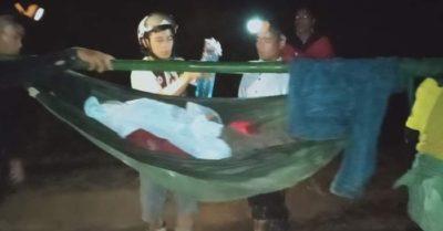16 trai làng đi bộ xuyên đêm đưa cô gái đau bụng xuống trung tâm y tế huyện cấp cứu